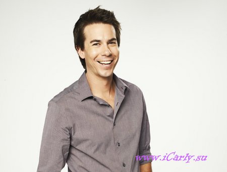 Спенсер (Jerry Trainor)